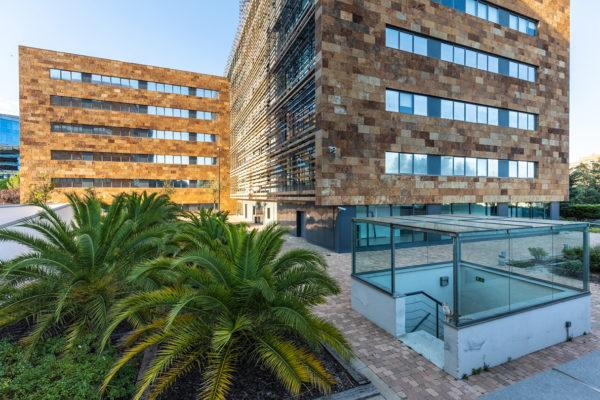 fachada en detalle 2 del edificio castellana norte madrid